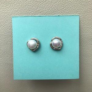 🌸 White Freshwater Pearl Stud Earrings